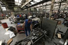 L'activité dans le secteur manufacturier a stagné le mois dernier en France après quatre mois consécutifs en zone de croissance sous l'effet d'un recul des nouvelles commandes, selon la version définitive de l'indice Markit publiée lundi. L'indice du secteur est ressorti à 50,0. /Photo d'archives/REUTERS/Benoit Tessier