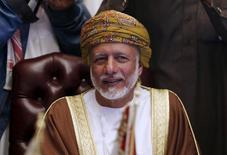 """Юсуф бин Алави на встрече министров иностранных дел стран Персидского залива в Эр-Рияде. Глава МИД Омана Юсуф бин Алави сказал в среду, что договоренности о сроках проведения встречи нефтедобывающих стран пока нет, но добавил, что она """"будет скоро"""".Oman's Foreign Minister Yusuf bin Alawi bin Abdullah attends a meeting for Gulf states Foreign Ministers in Riyadh, December 7, 2015. REUTERS/Faisal Al Nasser"""