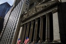 La Bourse de New York a ouvert en hausse mercredi, soutenue par un rebond des cours du pétrole et par des créations d'emplois plus importantes que prévu en janvier dans le secteur privé. L'indice Dow Jones gagne 0,46% à 16.227,19 points dans les premiers échanges. Le Standard & Poor's 500, plus large, progresse de 0,33% et le Nasdaq Composite prend 0,31%. /Photo prise le 20 janvier 2016/REUTERS/Mike Segar