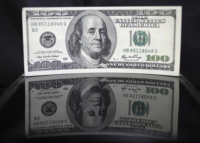 2月3日、終盤のニューヨーク外為市場では、ドルが円やユーロなど主要通貨に対して急落した。2011年8月撮影(2016年 ロイター/Yuriko Nakao)