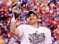 New York Giants quarterback Eli Manning holds the Vince Lombardi Trophy after the Giants defeated the New England Patriots in Super Bowl XLVI, February 5, 2012.      REUTERS/Mike Segar