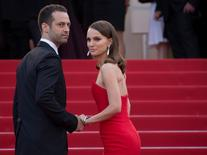 """Actress Natalie Portman and her husband choreographer Benjamin Millepied pose on the red carpet as they arrive for the opening ceremony and the screening of the film """"La tete haute"""" out of competition during the 68th Cannes Film Festival in Cannes, southern France, May 13, 2015. REUTERS/Yves Herman"""