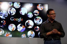 Amit Singhal, chefe de buscas na Internet do Google, fala na garagem em que a companhia foi fundada no 15º aniversário do Google em Menlo Park, Califórnia. 26 de setembro de 2013. REUTERS/Stephen Lam