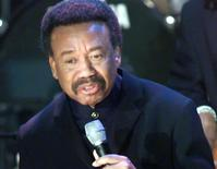 "Maurice White of the band ""Earth, Wind and Fire"" sings during the 15th annual Rock and Roll Hall of Fame induction dinner in New York, in this file photo taken March 6, 2000.  White, the founder of R&B funk band Earth, Wind and Fire, died in Los Angeles, a band spokesman said Thursday. He was 74.  REUTERS/Jeff Christensen/Files"