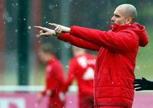 Guardiola em treino do Bayern de Munique.  03/02/16.    REUTERS/Michael Dalder