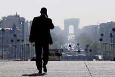 Les embauches de cadres devraient poursuivre leur reprise en 2016 mais sans retrouver encore leur pic d'avant-crise. Les 11.000 entreprises interrogées par l'Agence pour l'emploi des cadres anticipent ainsi, selon une prévision médiane, d'embaucher 191.000 cadres cette année, soit 5% de plus qu'en 2015, un exercice déjà en progression de 7% par rapport en 2014. /Photo d'archives/REUTERS/Gonzalo Fuentes