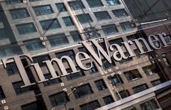 Логотип Time Warner Cable. Нью-Йорк, 26 мая 2015 года. Оператор кабельного телевидения Time Warner Inc отчитался о падении квартальной выручки на 6 процентов в связи с нехваткой кассовых фильмов среди кинокартин, выпущенных за этот период студией Warner Bros. REUTERS/Mike Segar