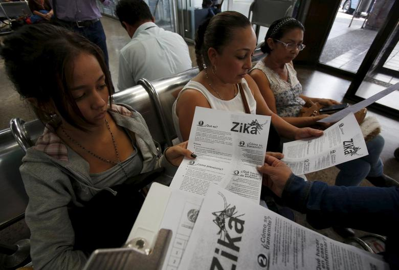 Colombian women listen as a health worker distributes information how to prevent the spread of the Zika virus, at the transport terminal in Bogota, Colombia January 31, 2016. REUTERS/John Vizcaino