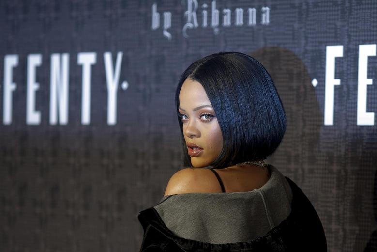 Singer Rihanna attends the red carpet before the Fenty PUMA by Rihanna Fall/Winter 2016 collection show during New York Fashion Week in New York, February 12, 2016. REUTERS/Eduardo Munoz