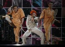 Lady Gaga faz homenagem a David Bowie na 58ª edição do Grammy, em Los Angeles. 15/02/2016 REUTERS/Mario Anzuoni