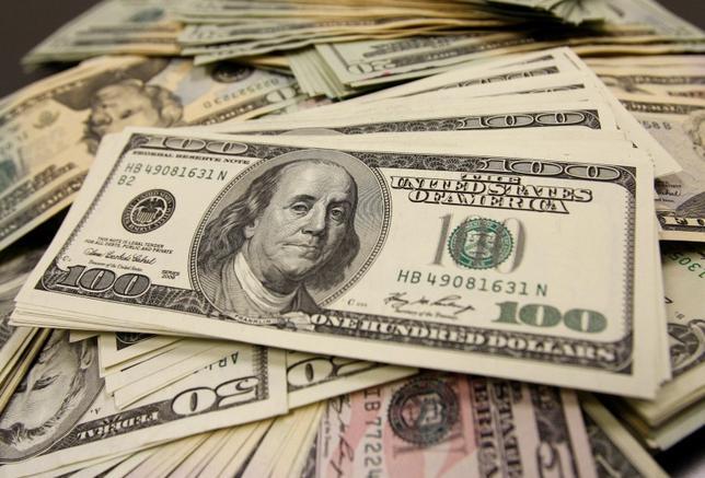 2月17日、午後3時のドル/円は、前日ニューヨーク市場午後5時点に比べ、ドル安/円高の113円後半だった。写真は都内で2009年11月撮影(2016年 ロイター/Yuriko Nakao)