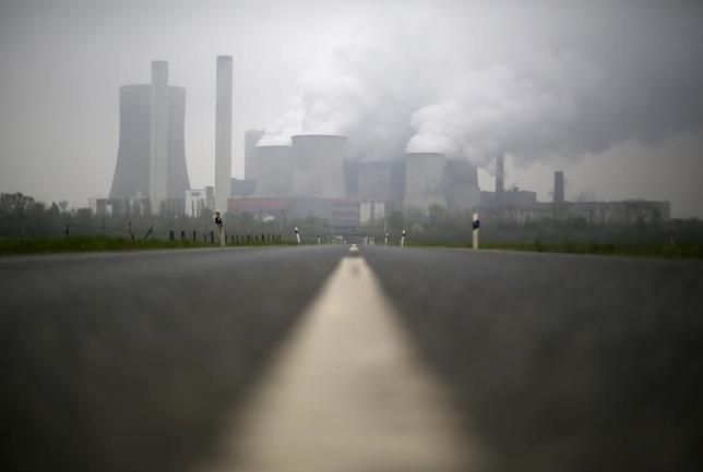 A road leads to the coal power plant of German utility RWE Power near the western town of Niederaussem April 22, 2015. REUTERS/Ina Fassbender