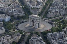 Le groupe de tourisme Priceline Group a publié mercredi un bénéfice meilleur que prévu pour le quatrième trimestre 2015, les réservations d'hôtels et de voitures de location n'ayant que très brièvement pâti des attentats de Paris le 13 novembre. /Photo prise le 14 juillet 2015/REUTERS/Philippe Wojazer