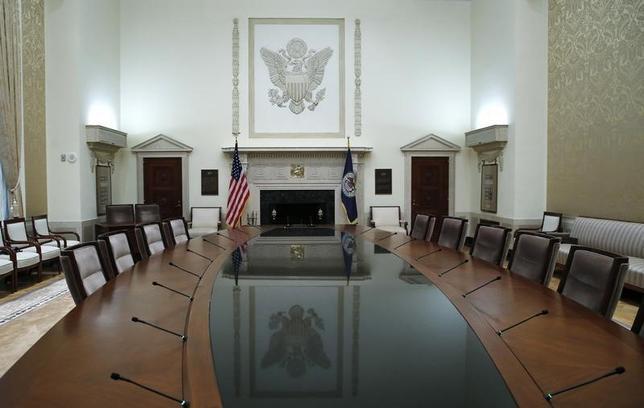 2月17日、FOMCで年内の利上げ軌道の修正について議論されていたことが議事要旨で判明。FRB本部会議室の内部。2014年撮影(2016年 ロイター/Jim Bourg)