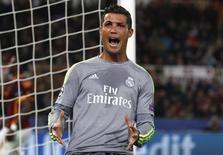 Cristiano Ronaldo em jogo do Real contra a Roma.  17/2/16.   REUTERS/Alessandro Bianchi