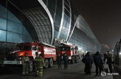Firefighters work outside Moscow's Domodedovo airport January 24, 2011. A suicide bomber killed at least 31 people and injured more than 130 on Monday at Moscow's Domodedovo airport, Russia's biggest.  REUTERS/Denis Sinyakov  (RUSSIA - Tags: POLITICS CRIME LAW) - RTXX0AE