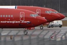 """La compagnie aérienne """"low-cost"""" Norwegian Air Shuttle, va lancer cet été des vols directs entre Paris et les Etats-Unis et concurrencer ainsi les compagnies traditionnelles sur leur pré-carré. /Photo prise le 6 mars 2015/REUTERS/Johan Nilsson/TT News Agency"""