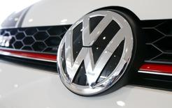 The logo of German carmaker Volkswagen is seen on a Volkswagen Golf GTI car at a showroom of Swiss car importer AMAG in Duebendorf, Switzerland February 12, 2016.       Reuters/Arnd Wiegmann