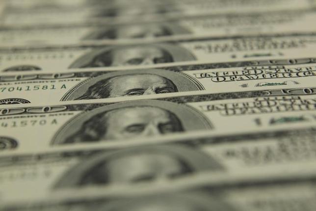 2月19日、来週の外為市場でドル/円は、上値の重い展開が想定される。写真はブダペストで2011年11月撮影(2016年 ロイター/Laszlo Balogh)