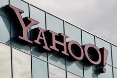 Офис Yahoo в Бербанке, штат Калифорния, 14 октября 2010 года. Yahoo Inc официально выставила на продажу ключевое подразделение в пятницу, что было воспринято разочарованными инвесторами как позитивная мера, однако недостаточная, чтобы заставить одного из инвесторов - хедж-фонд Starboard Value - отказаться от требований смены руководства. REUTERS/Fred Prouser