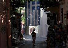 Les créanciers européens de la Grèce travailleraient à l'élaboration d'un projet visant à alléger progressivement la dette de la Grèce en contrepartie de la mise en place de nouvelles réformes d'ici 2022, /Photo prise le 14 juillet 2015/REUTERS/Yiannis Kourtoglou