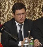Las consultas sobre un acuerdo entre los grandes productores de petróleo para congelar la producción deberían concluir el 1 de marzo, tras alcanzarse una posición común durante un encuentro en Doha, dijo el ministro ruso de energía, Alexander Novak. REUTERS/Naseem Zeitoon