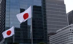 Quartier des affaires à Tokyo. La croissance de l'activité manufacturière au Japon a ralenti fortement en février, les nouvelles commandes à l'exportation ayant subi leur plus forte contraction en trois ans en raison d'une demande en baisse, notamment de la part de la Chine, /Photo prise le 22 février 2016/REUTERS/Toru Hanai