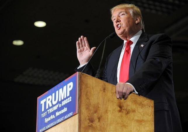 2月23日、米大統領選は、ネバダ州で共和党の党員集会が開かれる。世論調査で支持率トップを走るのは不動産王ドナルド・トランプ氏(写真)だが、マルコ・ルビオ上院議員がトランプ氏に対抗する主流派の最有力候補としてどこまで迫るかが焦点となる。写真はネバダ州で撮影(2016年 ロイター)