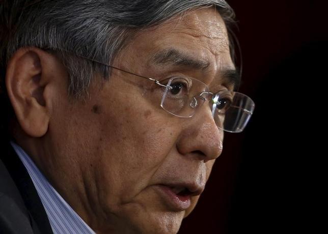 2月24日、黒田東彦日銀総裁は衆院財務金融委員会で、量的質的金融緩和(QQE)に関し「実質金利がこれだけ下がり、(金融機関の)貸出も中小企業向けを含め2%台の伸びになっている」と指摘し、一定の効果があるとの見方を示した。写真は都内で昨年7月撮影(2016年 ロイター/Yuya Shino)