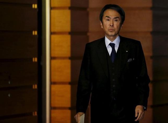 2月25日、石原経済再生担当相は、日本経済のファンダメンタルズは良好と強調する一方、中国や資源国の景気下振れが日本の景気を下押しするリスクはあるとの認識を示した。写真は1月撮影(2016年 ロイター/Yuya Shino)
