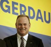 Presidente da Gerdau, André Gerdau Johanpeter, sorri antes de entrevista coletiva em Pindamonhagaba, em foto de 2011. 31/05/2011 REUTERS/Nacho Doce