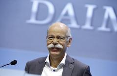 Daimler AG Chief Executive Dieter Zetsche smiles during the company's annual news conference in Stuttgart, Germany, February 4, 2016. REUTERS/Michaela Rehle