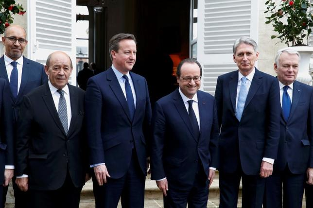 (L-R) French State Secretary for European Affairs Harlem Desir, French Defence Minister Jean-Yves Le Drian, Britain's Prime Minister David Cameron, French President Francois Hollande, Britain's Foreign Secretary Phillip Hammond, and French Foreign Minister Jean-Marc Ayrault  pose for a family photo during a Franco-British summit in Amiens, northern France, March 3, 2016.  REUTERS/Philippe Wojazer