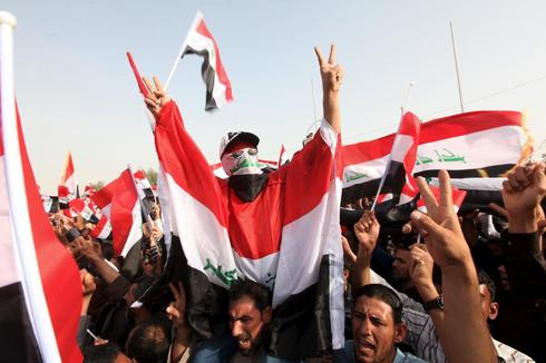 Powerful Iraqi Shi'ite cleric calls for 'government of corruption' to be toppled