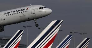 Air France-KLM fait état mardi d'un trafic passagers du groupe en hausse de 5,2% au mois de janvier, avec notamment une progression de 4,1% chez sa compagnie à bas coûts Transavia. L'activité cargo accuse pour sa part une baisse de trafic de 9,7%. /Photo d'archives/REUTERS/Christian Hartmann