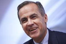 El gobernador del Banco de Inglaterra, Mark Carney, habla durante la rueda de prensa por el informe de inflación trimestral en Londres, Inglaterra, el 4 de febrero de 2016. El gobernador del Banco de Inglaterra, Mark Carney, apoyó el martes el acuerdo con la Unión Europea del primer ministro David Cameron antes del referéndum de permanencia en el bloque previsto para junio, argumentando que permitía al banco central hacer su trabajo. REUTERS/Niklas Hall'en/Pool