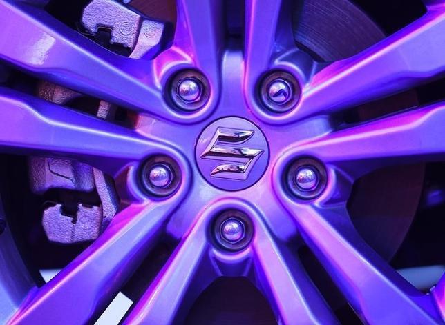 3月9日、スズキの鈴木修会長は、トヨタ自動車と提携交渉に入っていると報じられたことについて、「(否定した)コメントの通りだ」と述べた。写真はマルチ・スズキ・インディアが生産した車の車輪ロゴ。8日撮影(2016年 ロイター/Danish Siddiqui)