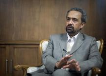 El jefe de Gabinete de Irán, Mohammad Nahavandian, durante una entrevista con Reuters en Teherán. 20 de febrero de 2010. Irán está en conversaciones para obtener una calificación de deuda soberana, dijo el miércoles el jefe de Gabinete Mohammad Nahavandian, quien agregó que el país tendría que recuperar su nivel de participación en el mercado de crudo antes de unirse al debate sobre posibles recortes o congelamiento en la producción. REUTERS/Morteza Nikoubazl