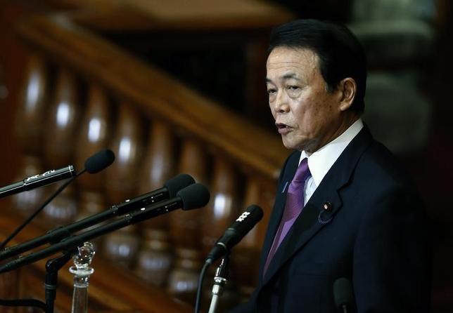 3月10日、麻生太郎財務相は午後の参院財政金融委員会で、今後の財政政策に関連し、建設公債にあたる部分は機動的に運営すべきと語った。写真は都内で昨年1月撮影(2016年 ロイター/Yuya Shino)