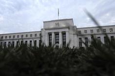 Wall Street reprend des couleurs depuis un mois mais la poursuite de son élan dépend en partie de ce qui dira mercredi la Réserve fédérale sur les hausses de taux à venir./Photo d'archives/REUTERS/Jonathan Ernst