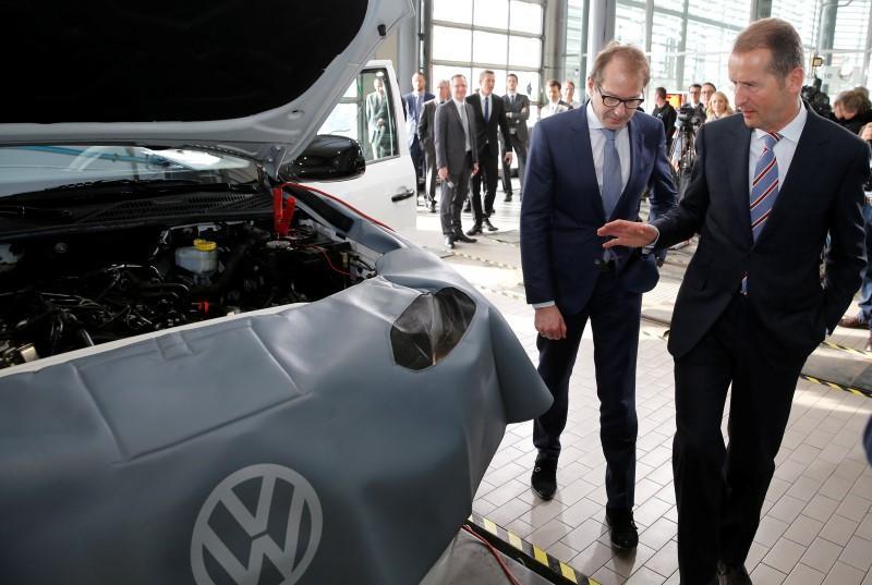 Ex-employee sues Volkswagen in U S  over data deletion - German