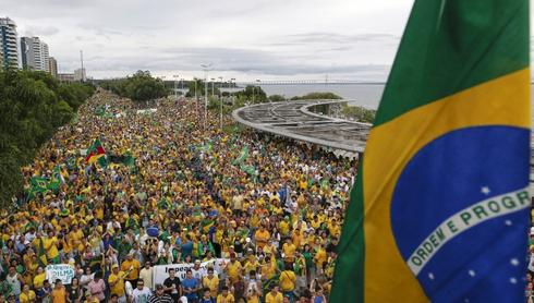 Brazil's largest party closer to backing impeachment after protests