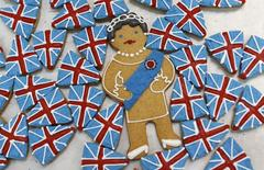 Biscuits depicting Britain's Queen Elizabeth and the Union flag sit on trays at Biscuiteers in London, Britain in this May 14, 2012 file photo.     REUTERS/Suzanne Plunkett/Files