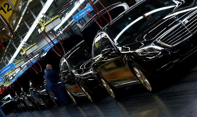 Workers assemble Mercedes-Benz S-class models at their plant in Sindelfingen near Stuttgart January 28, 2015. REUTERS/Michael Dalder