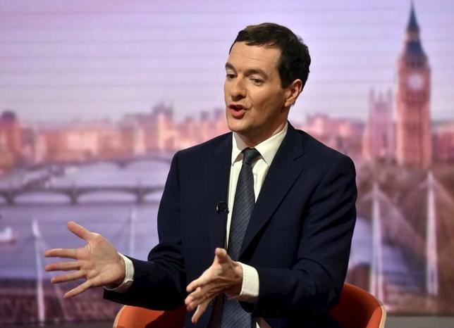 3月21日、キャメロン英首相率いる与党・保守党内でのEU残留または離脱の是非をめぐる深い対立は、キャメロン氏の後任として首相就任を目指す親EU派のジョージ・オズボーン財務相(写真)の今後に大きな影響を与える可能性がある。ロンドンで13日撮影(2016年 ロイター/BBC)