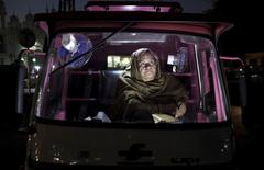 Parveen Bibi sits in her Pink Rickshaw as she waits for passengers in Lahore, Pakistan November 17, 2015.  REUTERS/Mohsin Raza