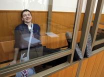 Надежда Савченко во время слушания приговора в суде. Российский суд во вторник приговорил украинскую летчицу Надежду Савченко к 22 годам тюрьмы за соучастие в убийстве двух российских журналистов. REUTERS/Maxim Shemetov