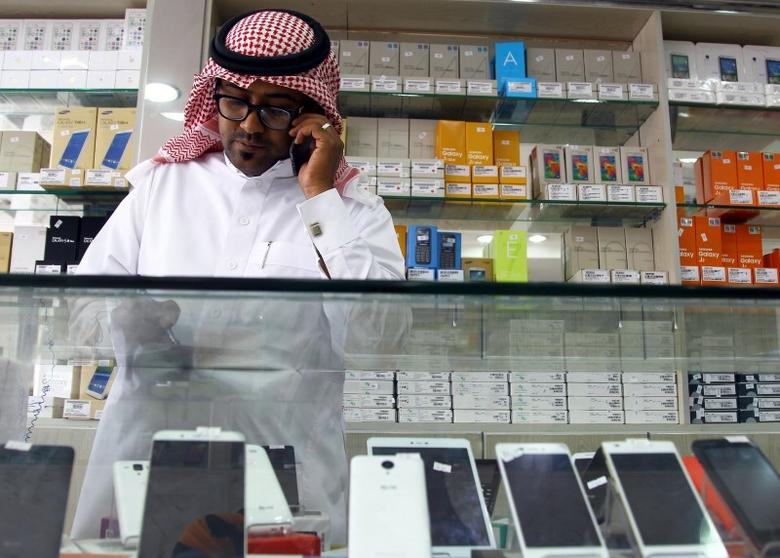 In era of cheap oil, Saudi loses shine for foreign workers | Reuters com
