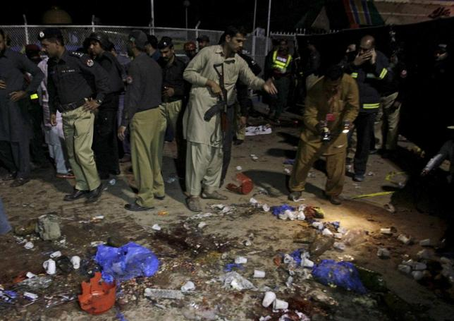 Security officials gather at the site of a blast outside a public park in Lahore, Pakistan, March 27, 2016.   REUTERS/Mohsin Raza