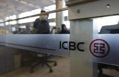 An employee speaks on the phone in the headquarters of Industrial and Commercial Bank of China Ltd (ICBC) in Beijing, October 15, 2013. REUTERS/Jason Lee/Files